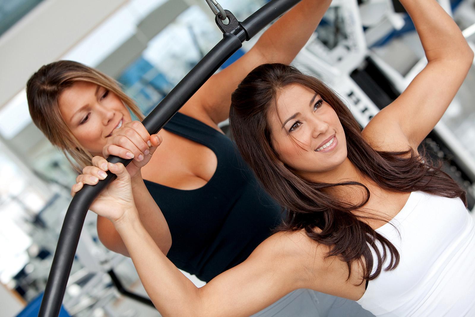Iść na siłownię czy nie iść? Poznaj plusy i minusy.