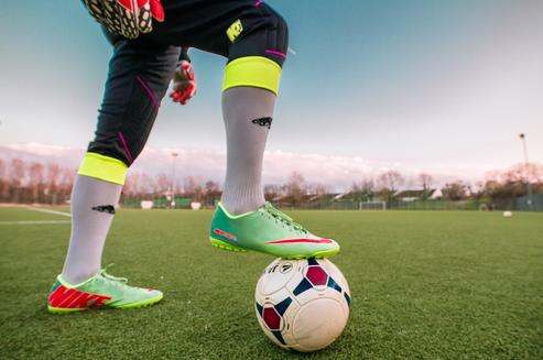 Czy warto kupować buty piłkarskie przez Internet?